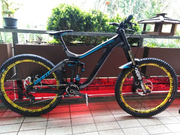 Giant Glory Advanced 0 Carbon 27,5 Fox Float factory cashima m Downhill DH Bike