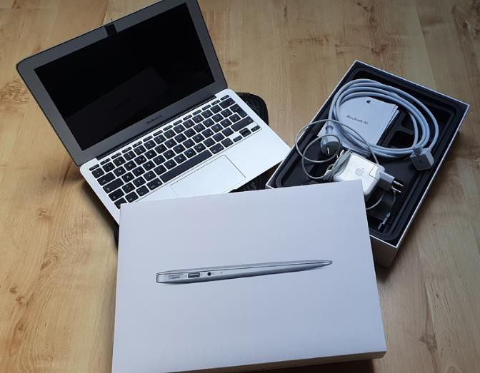"MacBook Air 11"" Mitte 2012 4 GB 128 GB 1,7 GHz i5"